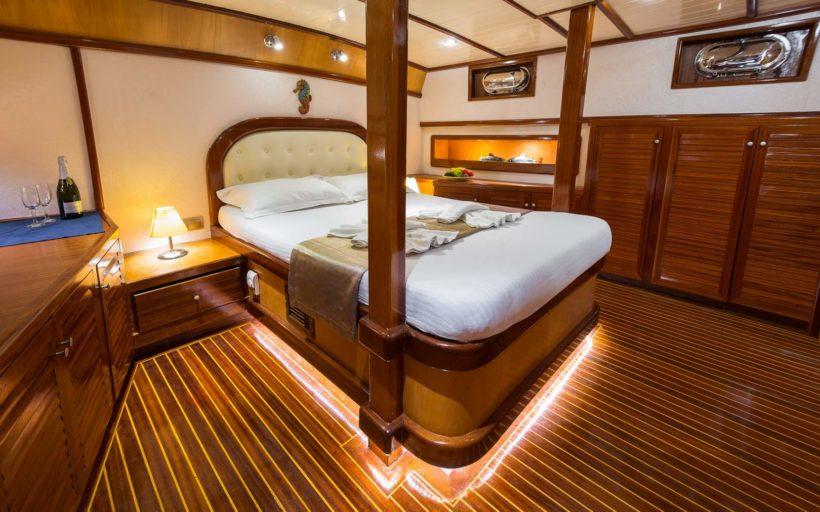 dora-deniz-master-cabin1